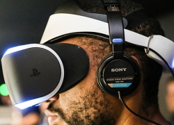 Sony Project Morpheus Eye Tracking